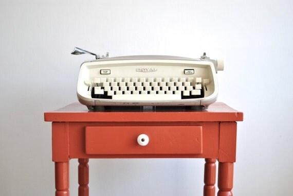 Vintage Royal Typewriter - Off White Royal Safari  with Portable Case