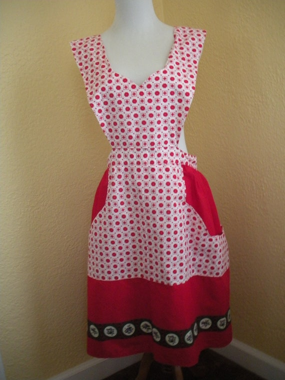 Pretty Red and White Full Apron