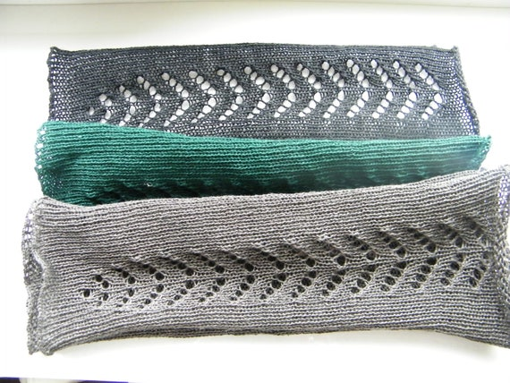 Listed for lunablume. 3 Pairs of elbow lengh wristwarmers: black, antracite and dark green.