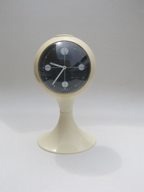Blessing alarm clock, pedestal tulip shape, made in Germany. Space age era plastic alarm clock from the early 1970s