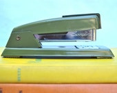 BACK TO SCHOOL Vintage Olive Green Swingline Stapler 711