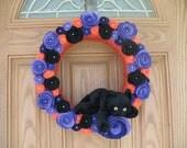 Black Cat Halloween Wreath -Fall Wreath- Halloween Decor-Halloween Wreath-- Door Decoration--14 inch Wreath- Orange Yarn Felt Flower Wreath