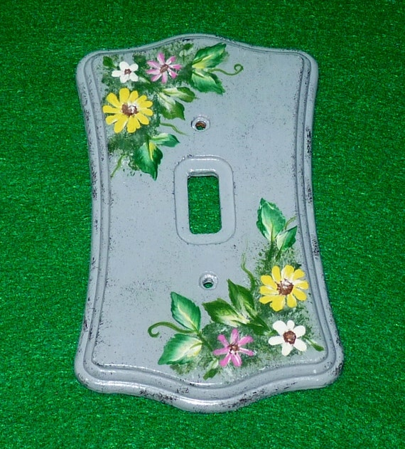 Decorative Hand Painted Light Switch Cover Wood Wall Plate Single Outlet Plug Cover Vintage Floral Daisy Housewarming OOAK