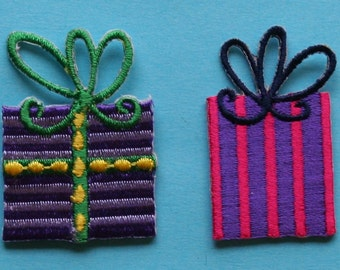 ID 8178AB Christmas Holiday Presents Embroidered Iron On Applique Patch Lot of 2