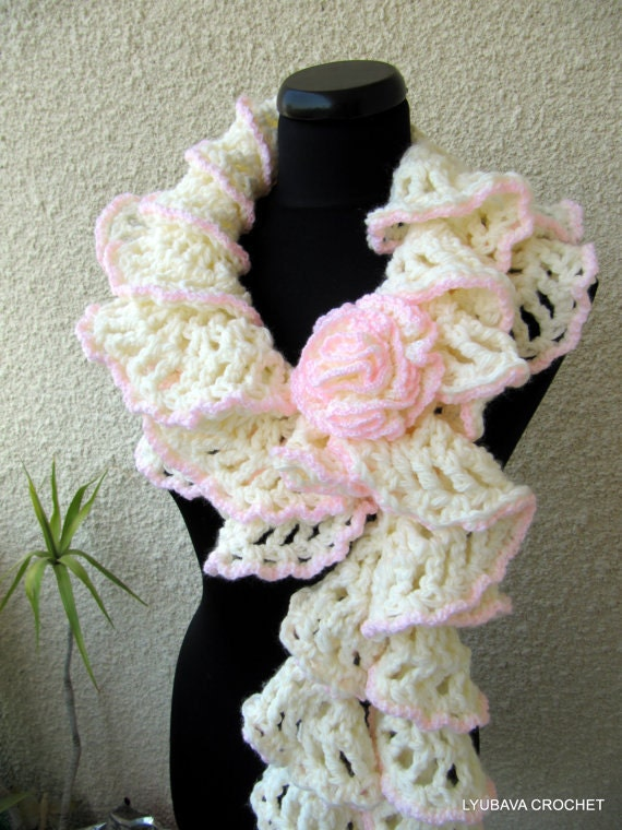 Crochet Stitches Ruffle : CROCHET PATTERNS, Chunky Crochet Ruffle Scarf Winter Honeymoon ...