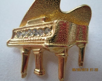Baby grand Gerry's piano pin in gold and rhinestone