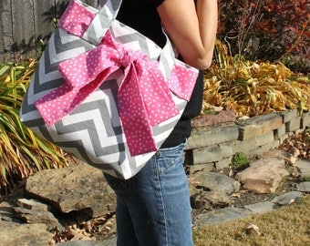 LARGE gray and white CHEVRON stripe zigzag Handbag/ Diaper Bag/ Purse/ Tote/ Beach Bag with Pink Polka Dot Bow/Sash and 4 Interior Pockets