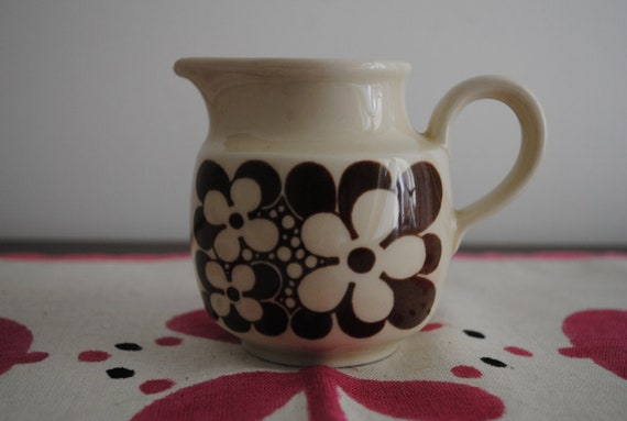 SALE NOW 40% OFF Vintage 70s Creamer with Brown and White Flowers