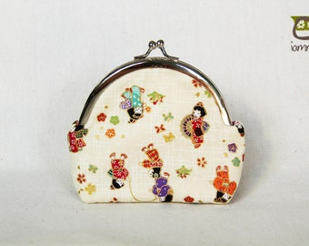 Japanese Purse, kiss lock, kisslock, bag, small, little, coin purse, kid, children, kimono, cream, flower, whiite, red, japanese fabric