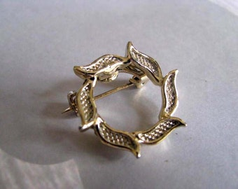 Vintage Leaf Circle Brooch - Goldtone Brooch - signed Gerrys - Collectible Jewelry