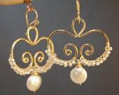 Hammered swirl earrings with ivory pearls Cosmopolitan 70