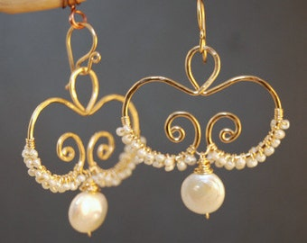 Hammered swirl earrings with ivory pearls Cosmopolitan 70