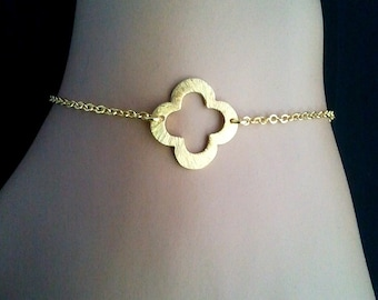 Gold Clover Quatrefoil Charm Bracelet - Bangle Bracelet,Friendship bracelet, Charm Bracelet, wedding,christmas gift, cocktail jewelry