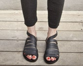 Straps leather sandals/ Black sandals that close by nit around the ankle / comfortable shoes