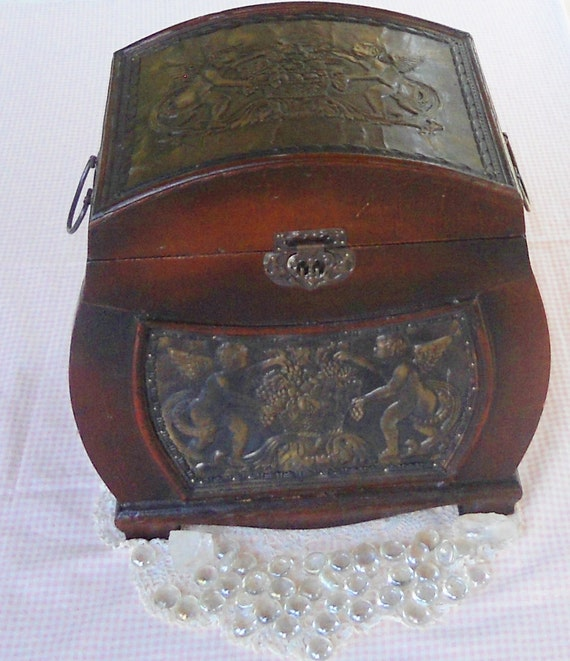 Victorian Keepsake Storage Chest with Handles - Cupids, Silverware, Jewelry Box, Valueables, Furniture, Lined, Lock, Gift, Wedding