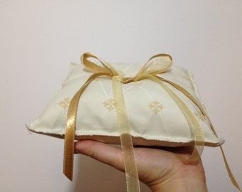 Wedding ring pillow in Ivory and Gold