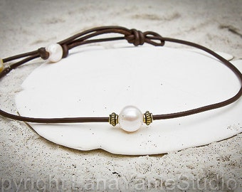Freshwater Pearl and Leather necklace - pearl leather jewelry - single pearl necklace - leaher choker - pearl leather