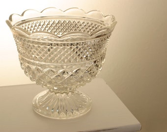 Wexford Scalloped-Edge Footed Centerpiece Bowl