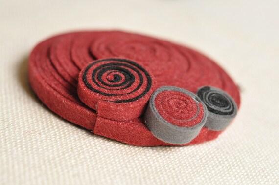 Red Felt Fascinator Mini Hat - Cappellino di feltro rosso