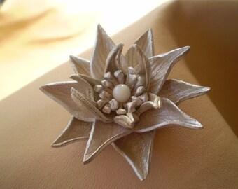 Leather flower Janine.