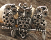 1 pcs findings - supplies - supply - antique silver - silver  plated - owls -  owl family - pendant