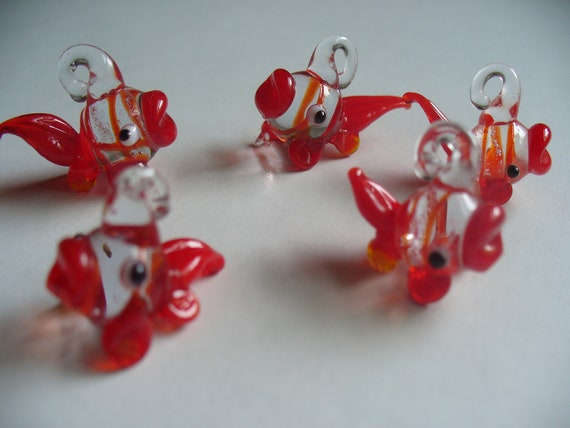 5 Red And Clear Lampwork Glass Fish Beads