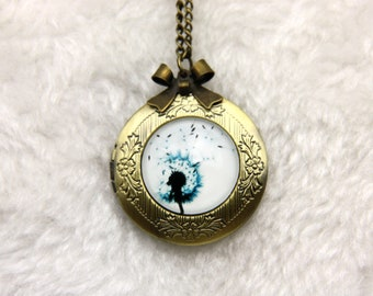 Medallion necklace bears Photo dandelion