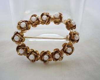 Vintage Faux Pearl Brooch - 1980s Flower Circular Wreath Gold Tone