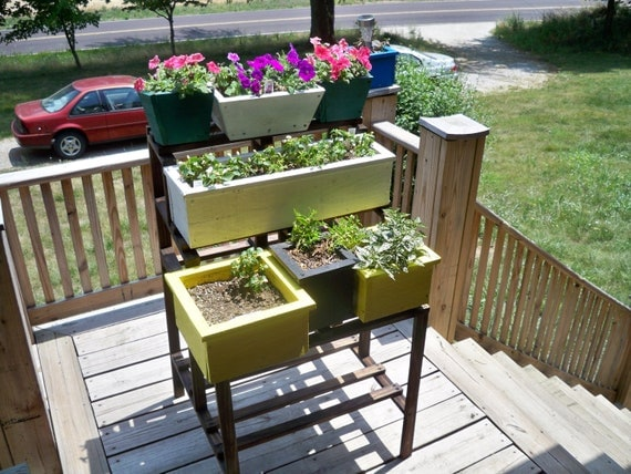 how to make an outdoor wooden shelf