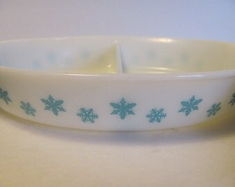 Pyrex Blue Aqua Snowflake Divided Casserole Serving Dish