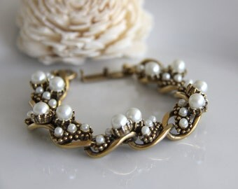 Florenza Pearl Bracelet, Vintage Designer Bracelet, Gold Tone with Pearls in Various Sizes - Signed Florenza  - Link Bracelet