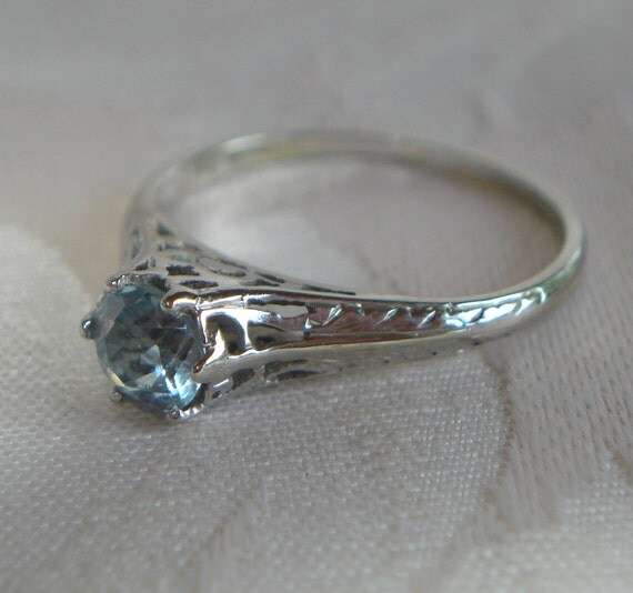 18 K Antique Engagement Ring in White Gold Filigree, Hallmarked, Natural Mined Blue Topaz