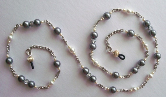 EYEGLASS HOLDER, Eye Glass Chain, Silver Plated Chain, Pearls, Handmade Eye Glass Custom Lanyard