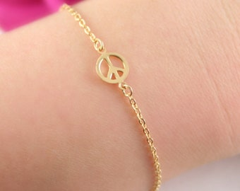 Tiny peace sign bracelet - Gold peace and love bracelet - Gold peace sign bracelet - Boho chic - Gift for her - Bridesmaid gift