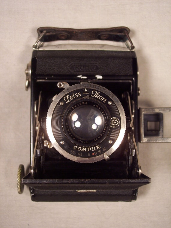 1930s Zeiss Ikon Ikonta A Vertical Folding Camera w/ Novar Lens and Compur Anastigmat Shutter
