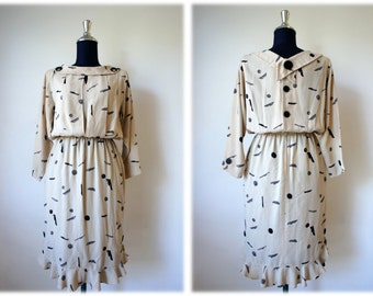 Sale 20% OFF from 32 US to 26 US - 90's Vintage Beige Dress with Design Buttons // Size S