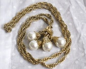 Vintage Long Gold tone pullover chain necklace with 4 faux Pearl Cluster