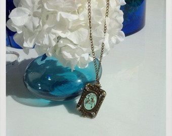 Vintage look romantic bird locket pendant necklace