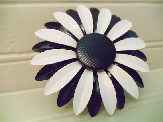 1960's Vintage Enamel Flower Brooch Black and White Daisy