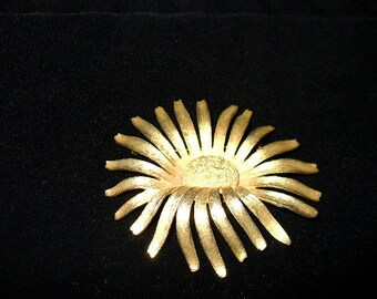 Signed Brooks Vintage Large Brushed Goldtone Sunflower Brooch