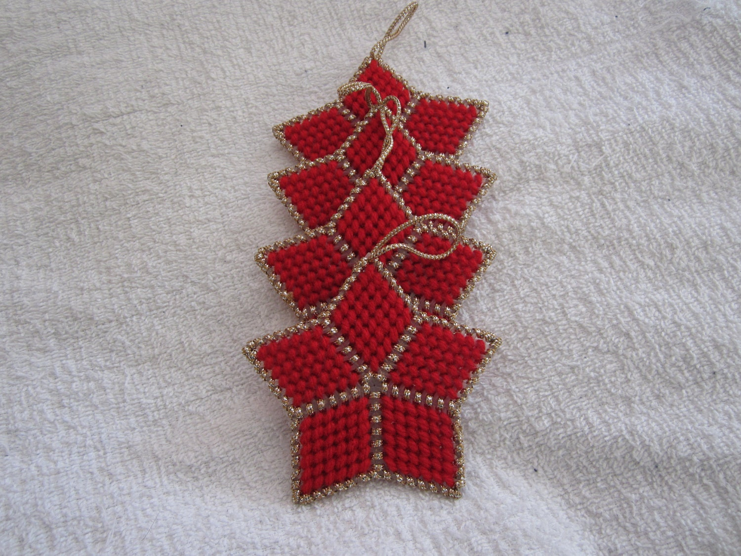 RED & GOLD STAR Christmas Ornaments in Plastic Canvas