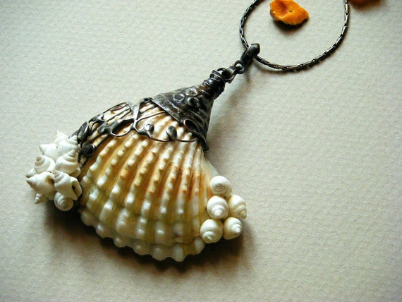 Natural Shell Necklace - Tiffany Technique - 2,6 inch - Natural Shell