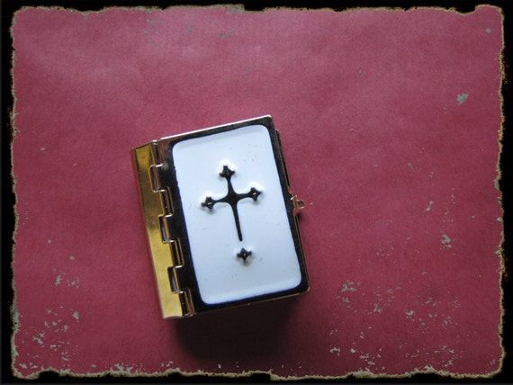 Vintage Miniature Bible.  New Testament. book-