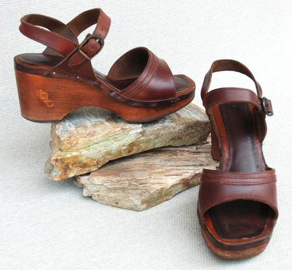 Vintage 1970s Bare Traps Leather and Wood Platform Shoes
