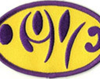 love optical illusion patch