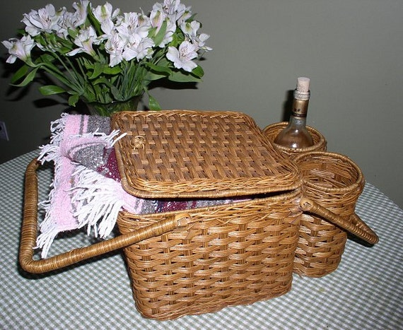 Vintage Wicker Picnic Basket with Wine Holders, Very Good Condition, Lovely & Fun