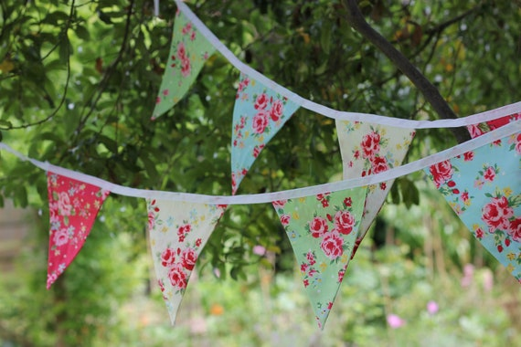 Bunting in shabby chic Retro floral fabric 2 metre 6.5 feet 8 flags