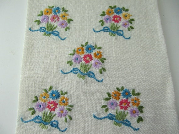 Vintage Hand Towel Linen Embroidered, Hand Tip Towel Shabby Cottage Decor