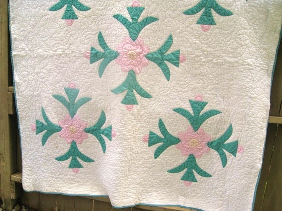 Vintage Quilt, Floral Applique Quilt, Vintage Floral Full Size Quilt, Cottage Chic, Pink and Green Quilt, Rose of Sharon