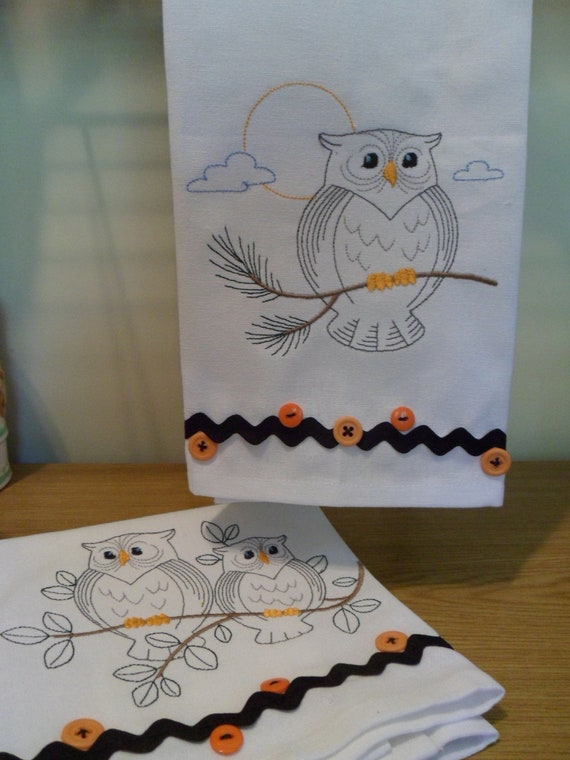 Two Kitchen Tea Towels Dish Towels Machine Embroidered OWLS w/ RickRack Borders & Buttons